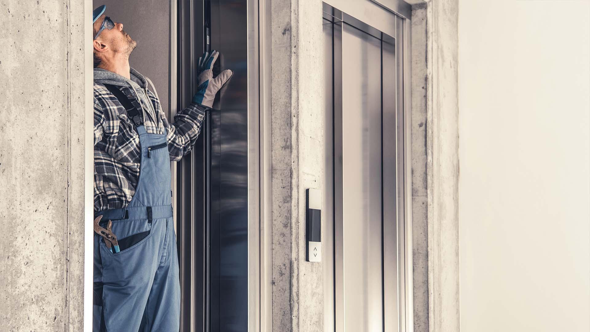 qué potencia necesita un ascensor